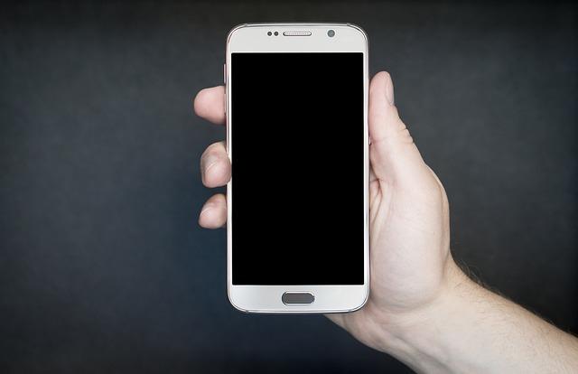 Manejando el móvil con una sola mano